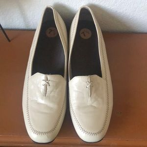 Munro Soft Cream Leather Loafers NWOT USA 7.5W